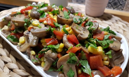 Köz Biberli Mantar Salatası